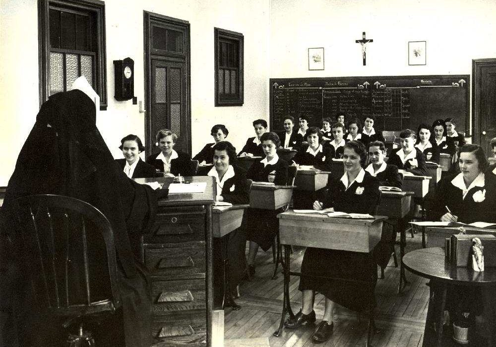 Class taught in French at Villa Maria school in Montreal, around 1954.